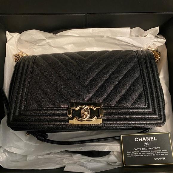 CHANEL Handbags - Chanel old medium boy caviar chevron 19s